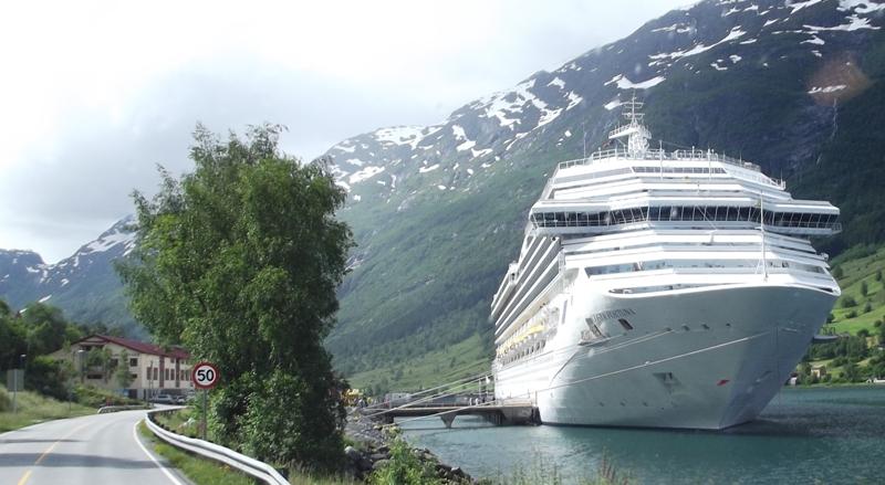 cruiseschip Costa bij Olden 2016 1